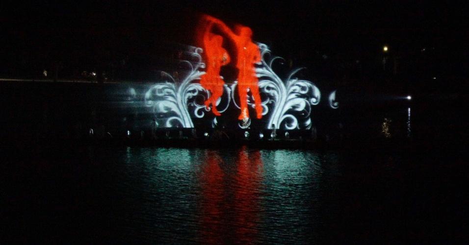 Show de luzes na fonte do parque Ibirapuera, na zona Sul de São Paulo