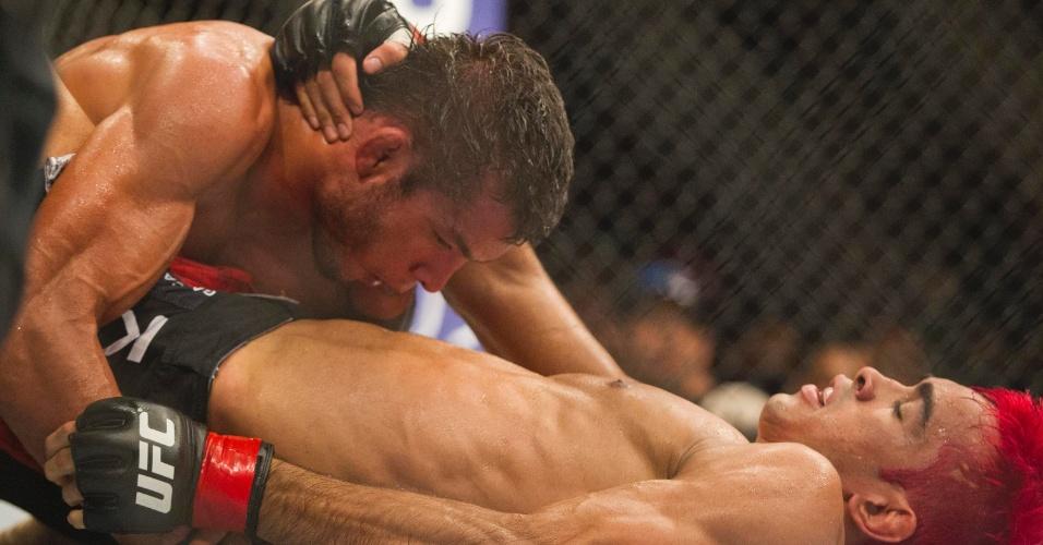 """19.jan.2013 - A """"marra"""" de Pepey deu certo, e ele acabou faturando a sua primeira vitória no UFC no duelo contra Miltinho"""