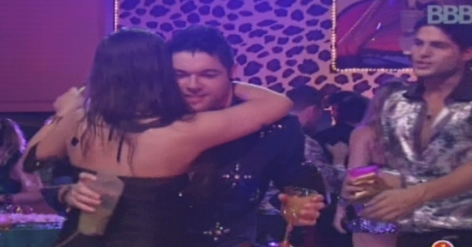 19.jan.2013 - Andressa ensina Nasser a dançar arrocha