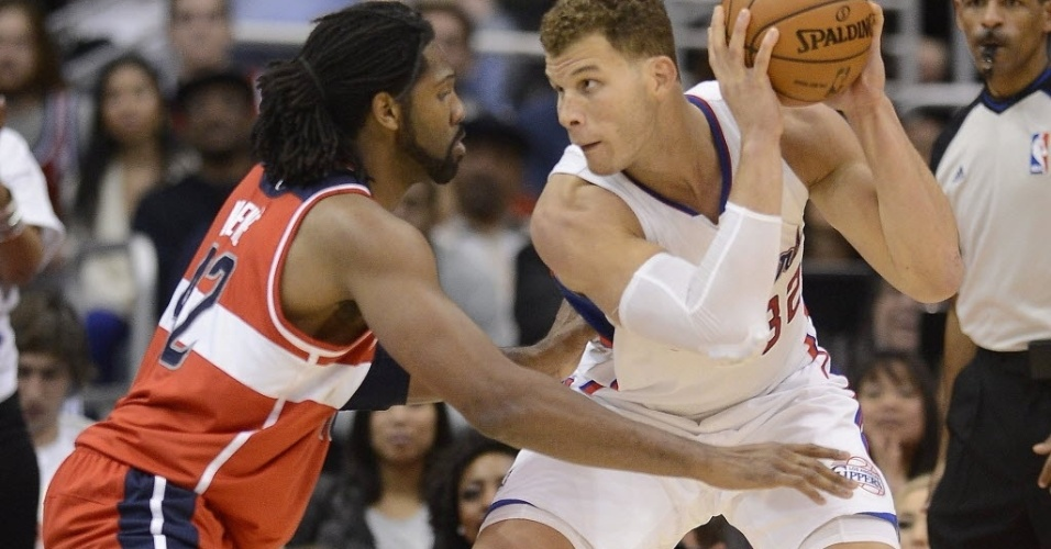 19.jan.2013 - Nenê e Blake Griffin se encaram durante partida entre Clippers e Wizards