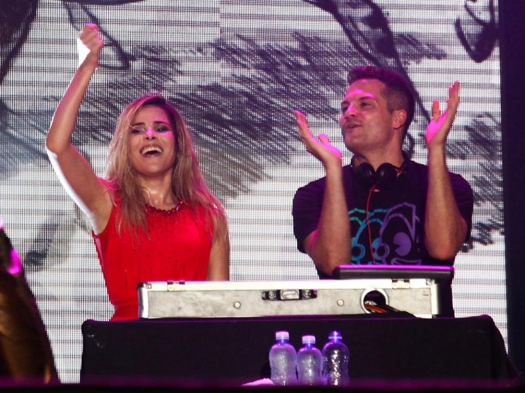 19.jan.2013 - O DJ Mister Jam faz apresentação de abertura para Wanessa, que começou sua nova turnê em São Sebastião
