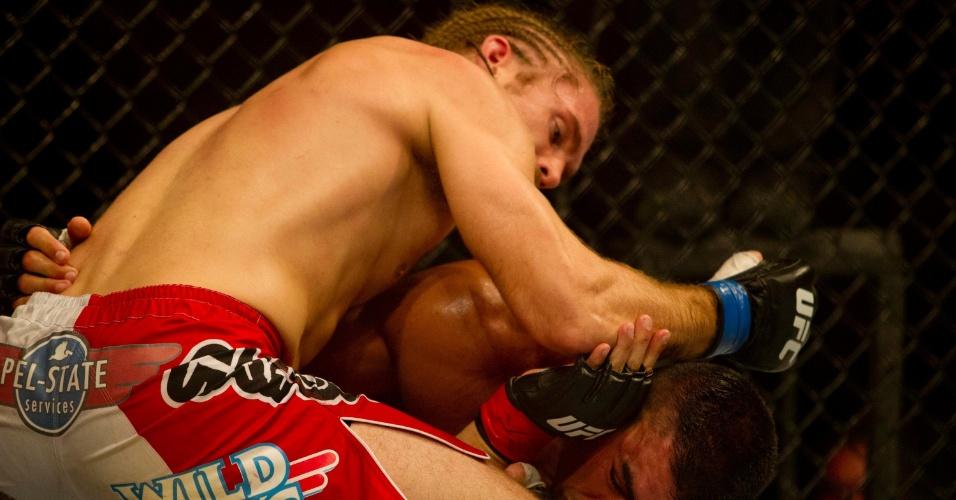 19.jan.2013 - Ronny Marques ganhou de Andrew Craig na decisão dos juízes na sexta luta da noite no UFC São Paulo