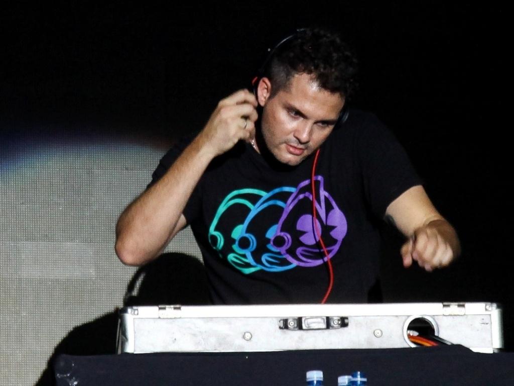 19.jan.2013 - Wanessa faz uma participação especial na discotecagem do DJ Mister Jam