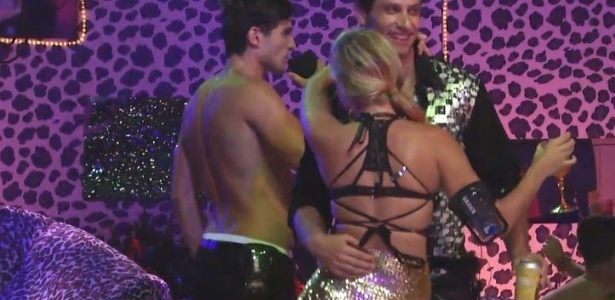 20.jan.2013 - Eliéser dança com Marien