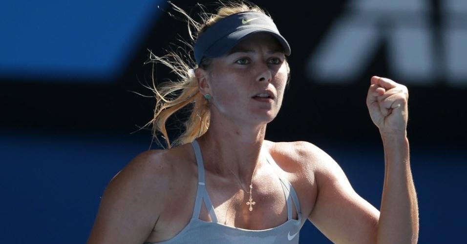 20.jan.2013 - Maria Sharapova vibra ao vencer a belga Kirsten Flipkens e se classificar para as quartas de final