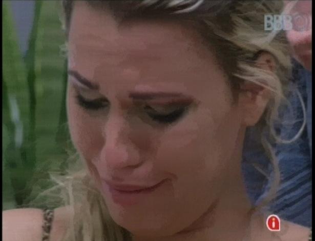 20.jan.2013 - Marien chora após confusão com Yuri