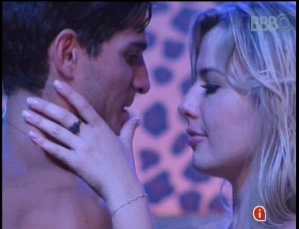 """André para Fernanda: """"Vou te proteger até o final"""""""