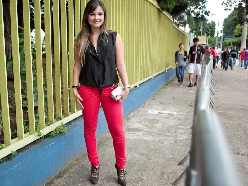 Bárbara Costa, 28, biomédica, veste sandálias e blusa Khelf, calça Renner e bolsa comprada na rua 25 de Março (19/01/2013)