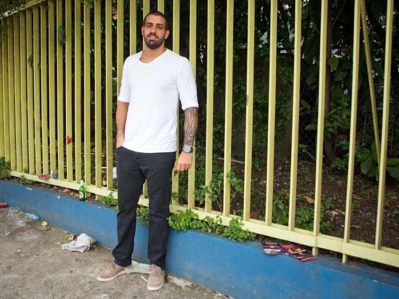 Danilo Marques, 27, empresário, usa tênis Oakley, calça Volkom e camiseta Side Walk (19/01/2013)