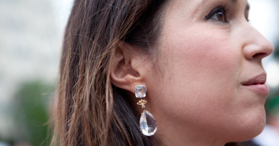No detalhe, joias By Eulália usadas por Jackeline Figueiredo (19/01/2013)