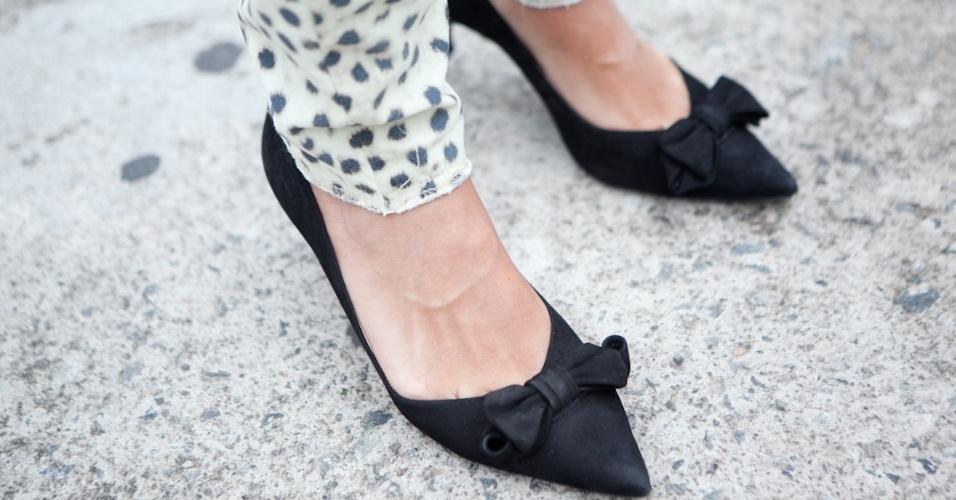 No detalhe, os sapatos Constança Bastos usados por Jackeline Figueiredo (19/01/2013)