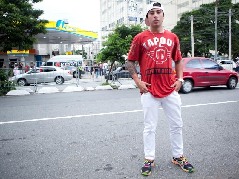 Lucas Fernandes, 22, empresário. Usa calça Cavalera, camiseta TapOut e tênis Asics (19/01/2013)