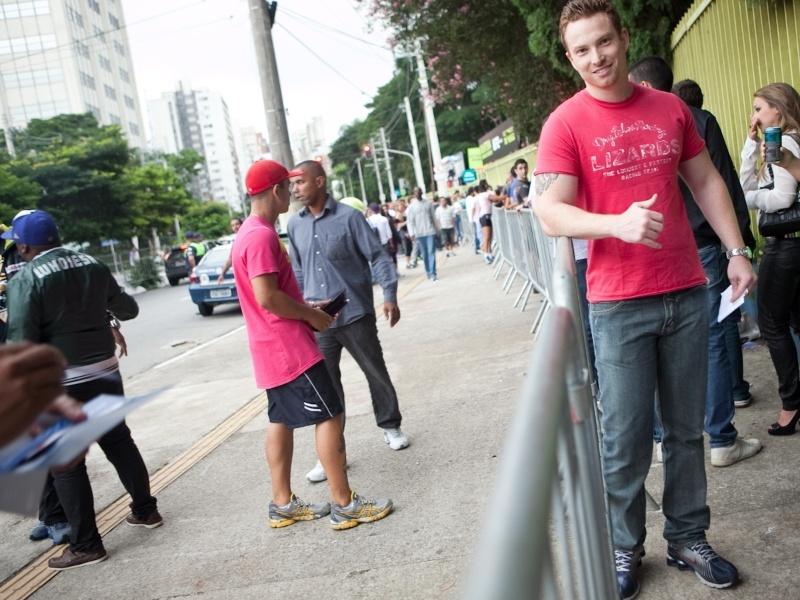 Michel Souza, 26, gerente de importação. Usa tênis Nike Shox, calça e camiseta Hering (19/01/2013)