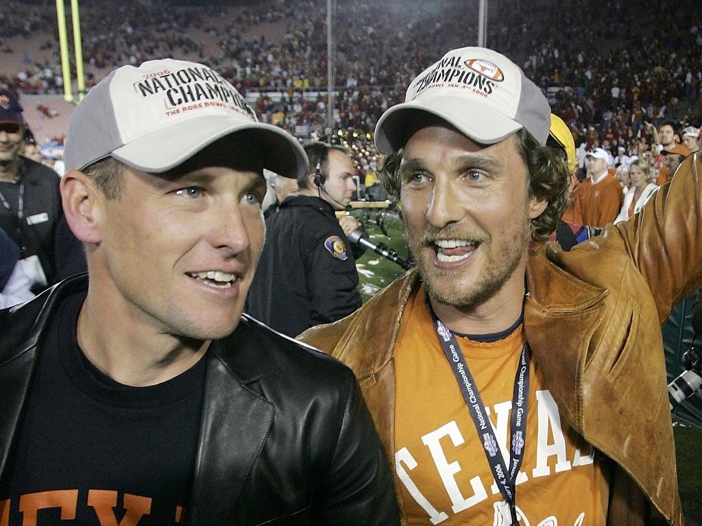Matthew McConaughey (à dir) e Lance Armstrong comemoram vitória do Texas Longhorns no BCS National Championship Rose Bowl Game (4/1/2006)