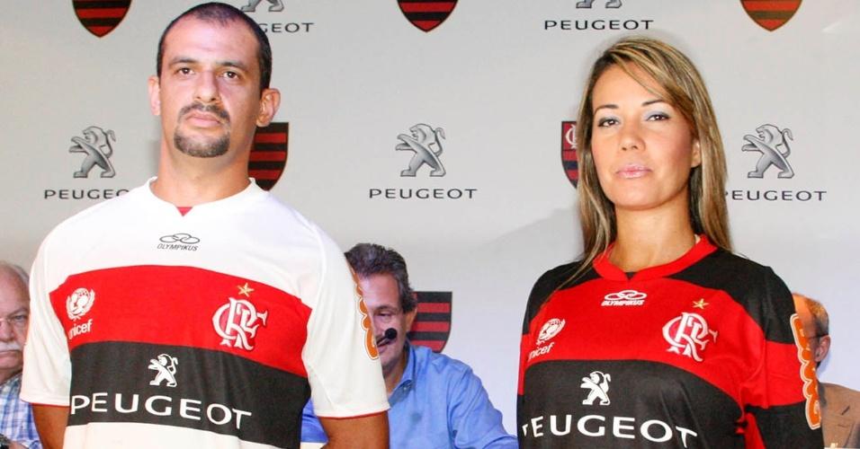 Flamengo apresenta nova camisa, com patrocínio da montadora de carros francesa Peugeot