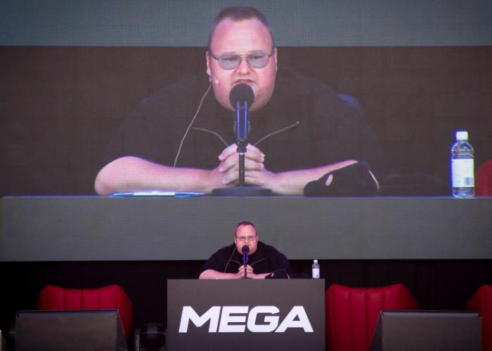 Kim Dotcom realizou uma entrevista coletiva em sua mansão em Auckland, na Nova Zelândia, para anunciar o serviço de armazenamento de arquivos Mega. Evento foi realizado dia 20 de janeiro de 2013 (horário local; dia 19 no Brasil), um ano após o fechamento do site Megaupload