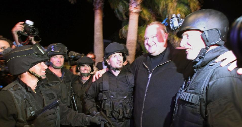 No lançamento do serviço Mega, em sua mansão em Auckland, na Nova Zelândia, Kim Dotcom fez uma encenação com atores vestidos de policiais. Isso porque, um ano antes, ele foi detido em sua casa por causa do site de compartilhamento Megaupload. Evento foi realizado dia 20 de janeiro de 2013 (horário local; dia 19 no Brasil)