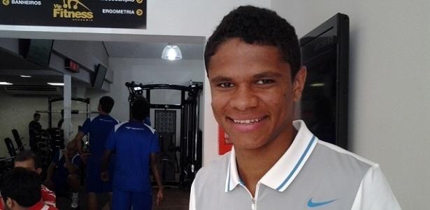 O lateral esquerdo Douglas Santos retornou aos treinos do Náutico