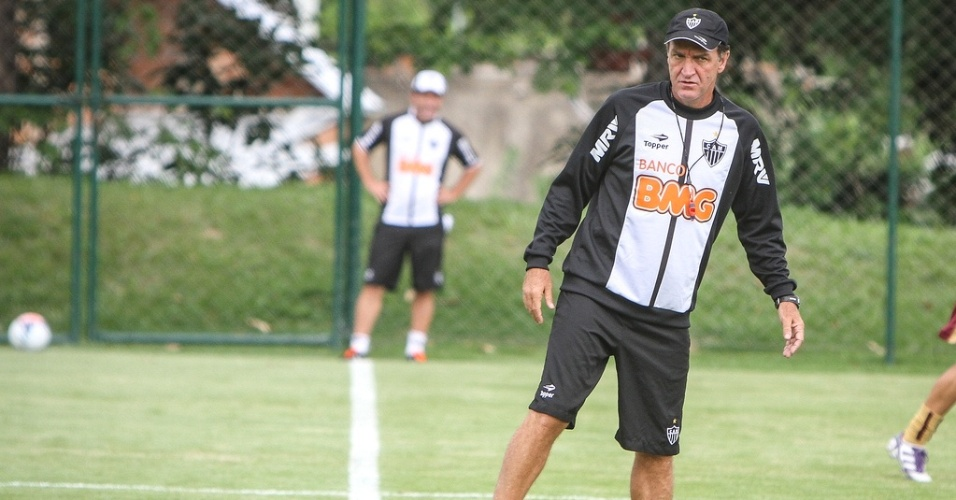 Técnico Cuca comanda treino do Atlético-MG na Cidade do Galo (16/1/2013)