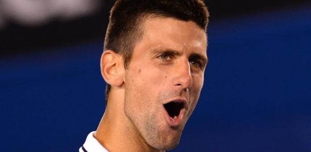 """Djokovic assumiu """"banho"""" com Hewitt e arrancou risadas do público"""