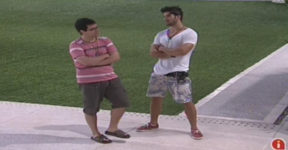22.jan.2013 - Ivan e Marcello conversam sobre o poder do