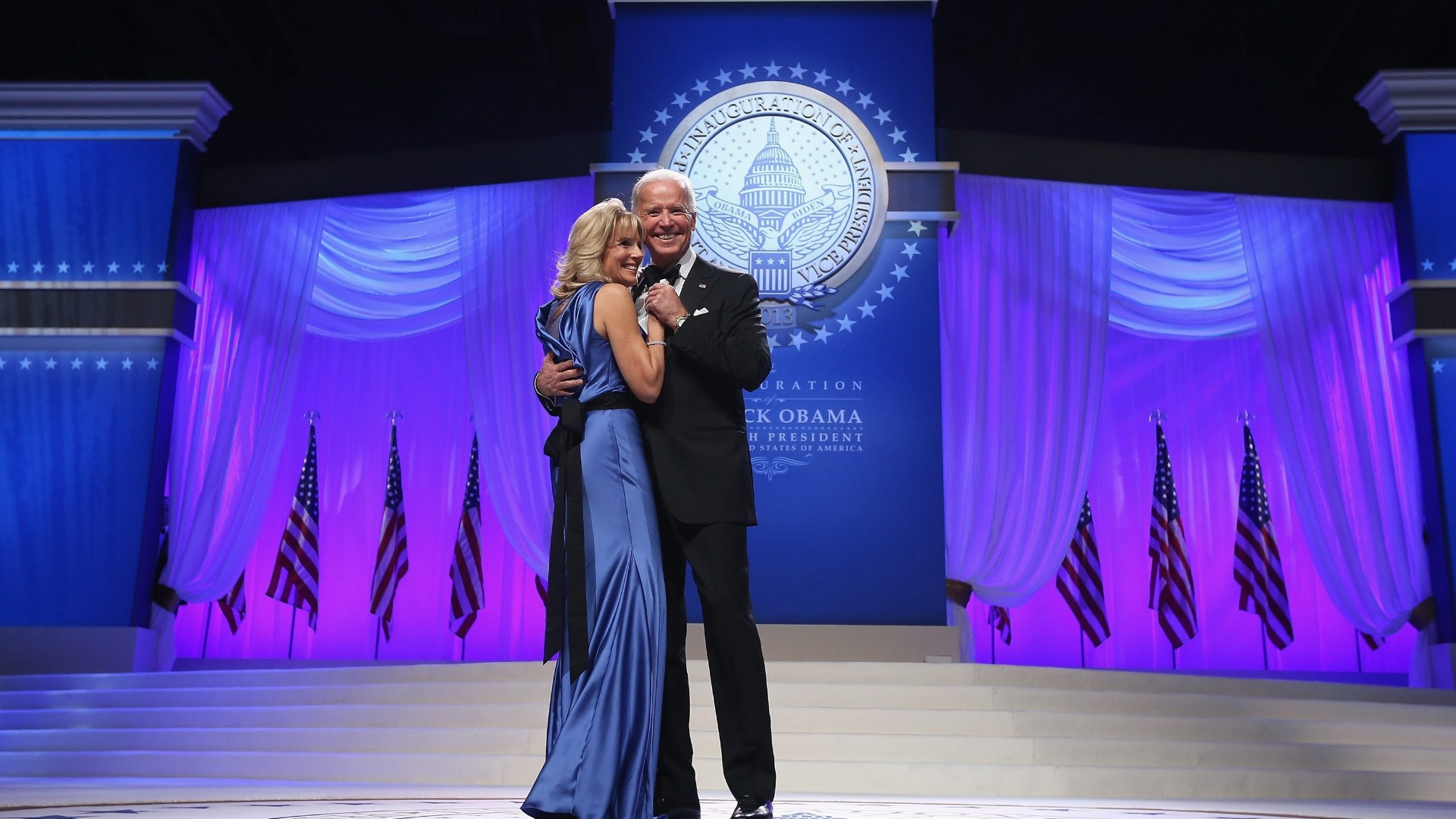 22.jan.2013 - O vice-presidente dos Estados Unidos, Joe Bidden, e a vice-primeira-dama, Jill Biden, dançam durante festa após cerimônia de posse do presidente Barack Obama, no Centro de Convenções Walter E. Washington, em Washington (EUA)