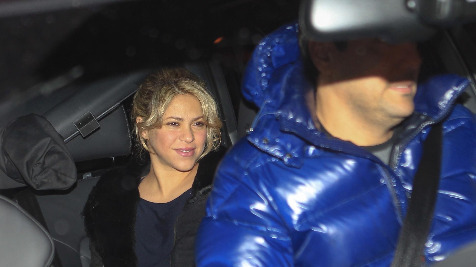 22.jan.2013 - Shakira chega à clínica onde vai nascer seu bebê em Barcelona