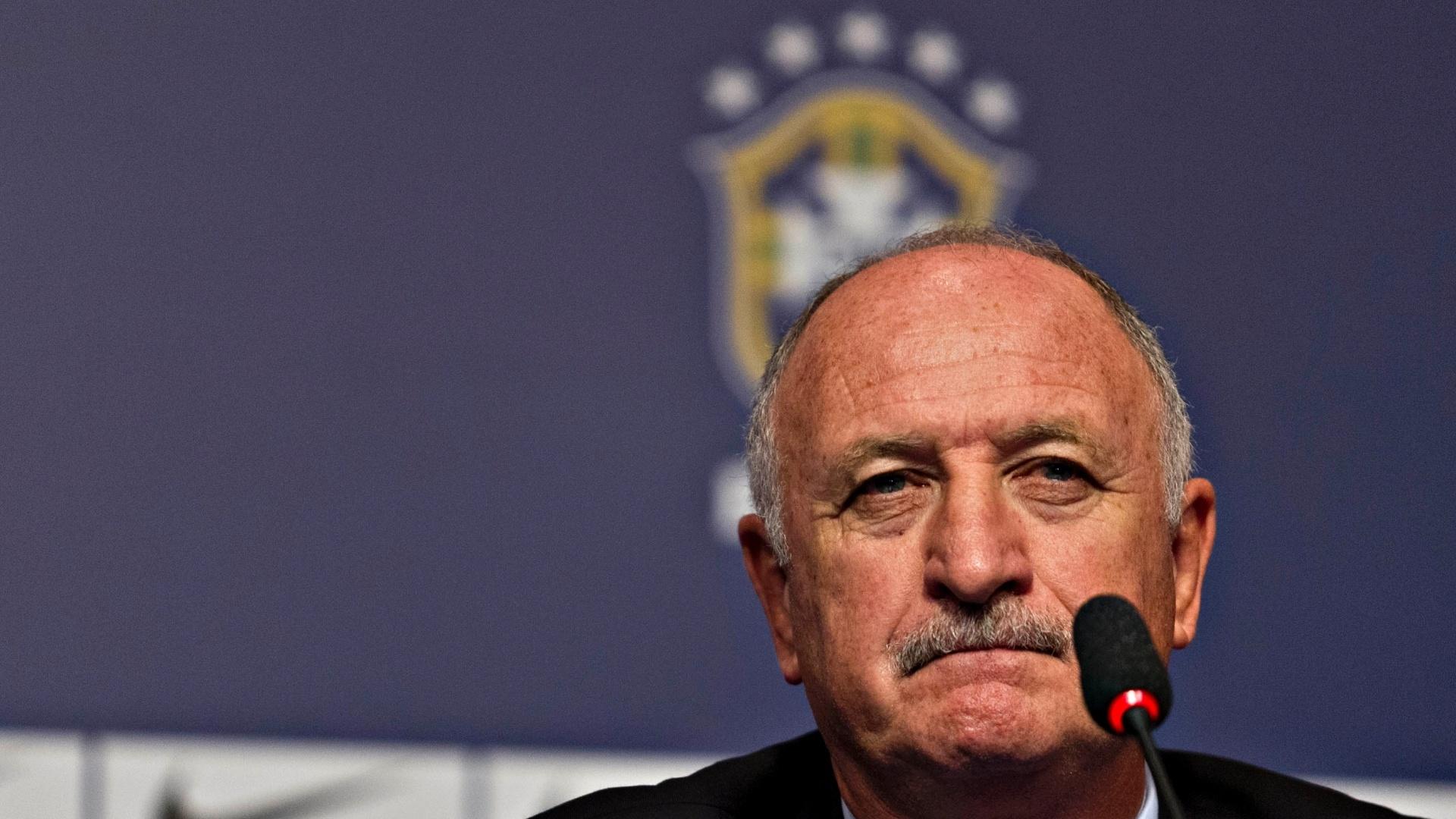 22.jan.2013 - Técnico da seleção brasileira, Luiz Felipe Scolari, concede coletiva após o anúncio de sua primeira convocação