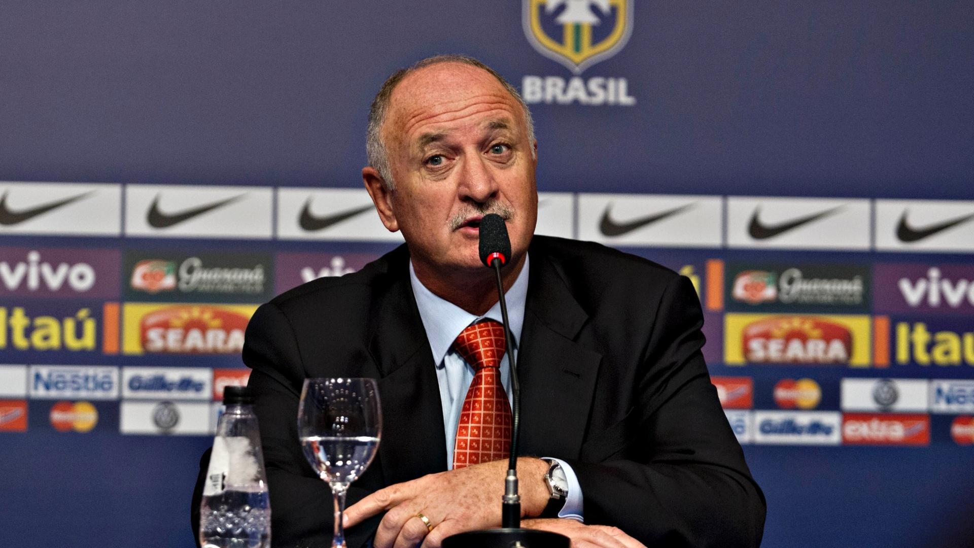 22.jan.2013 - Técnico da seleção brasileira, Luiz Felipe Scolari, fala após anúncio de sua primeira convocação
