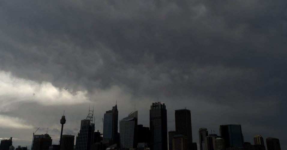 22.jan.2013 - Vista de nuvens sobre Distrito Central de Negócios en Sydney (Austrália). Uma advertência foi emitida pelo Escritório Australiano de Meteorologia com previsão de granizo, fortes chuvas e inundações em todo o país