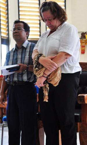 22.jan.2013- A britânica Lindsay Sandiford,56, foi condenada à pena de morte por um tribunal em Bali, por tráfico de cocaína. A droga, avaliada em mais de US$ 2,5 milhões, foi encontrada na mala de Sandiford, em maio de 2012, quando ela desembarcou no aeroporto de Bangcoc, na Tailândia