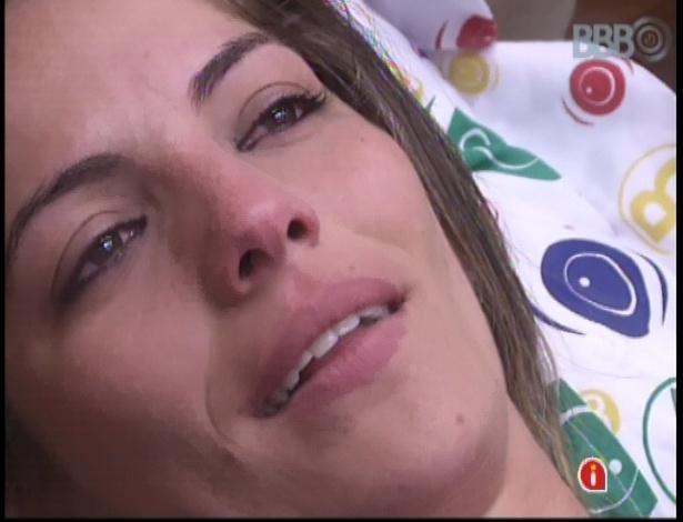Anamara chora e desabafa com Dhomini