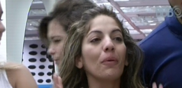 22.jan.2013 - Ana Maria Braga perguntou a Anamara sobre o paredão de terça, e ela disse que foi sofrido