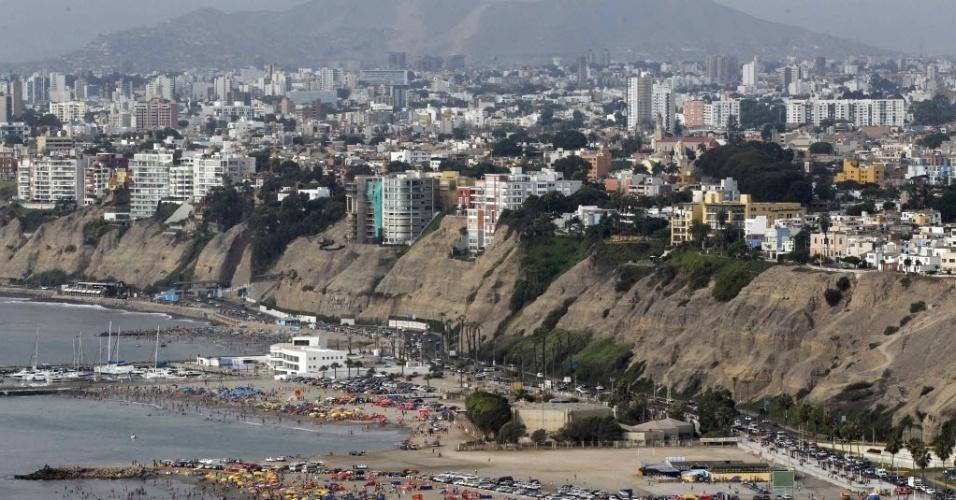 23.jan.2013 - Vista de Agua Dulce em Lima (Peru). A praia é uma das