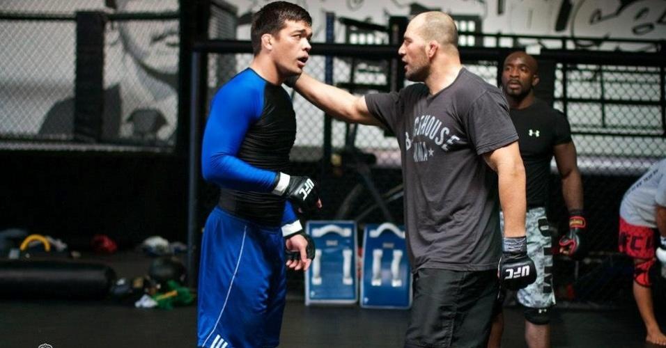 Glover Teixeira (dir.) treina com Lyoto Machida para luta contra Rampage no UFC on FOX 6