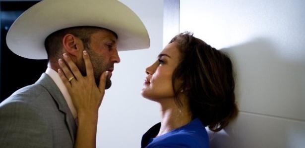 (2013) Jennifer Lopez e Jason Statham contracenam no filme