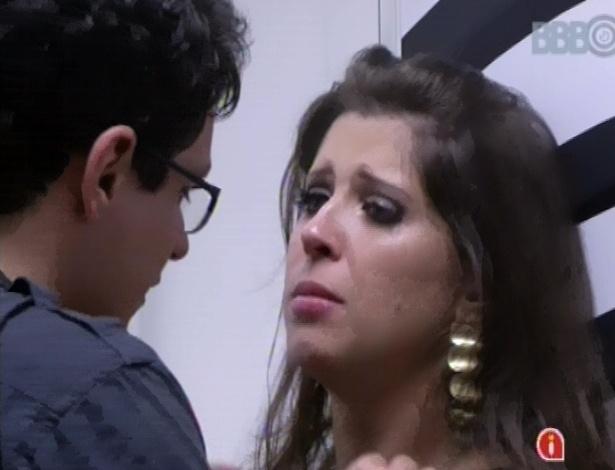 24.jan.2013 - Andressa chora depois de levar bronca de Ivan