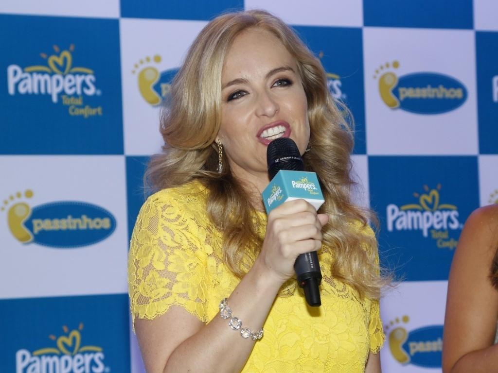 24.jan.2013 - Angélica divulga parceira com marca de fraldas no Rio