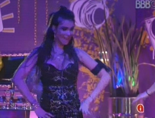 """24.jan.2013 - Kamilla dança ao som do hit """"Gangnam Style"""" na festa Charme"""