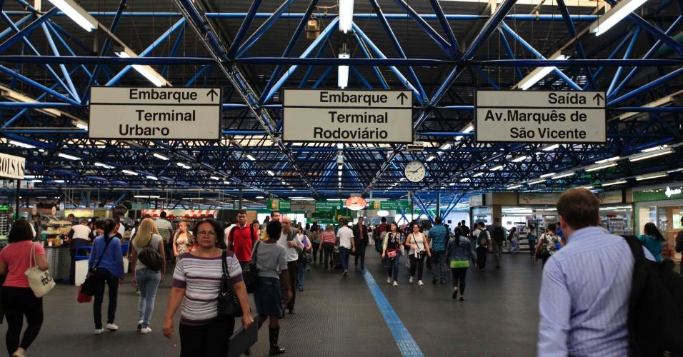 24.jan.2013 - Movimentação na manhã desta quinta-feira (24) na estação Barra Funda em São Paulo (SP), véspera de feriado do aniversário da cidade