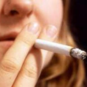 Nas últimas décadas, risco de morte entre mulheres fumantes aumentou