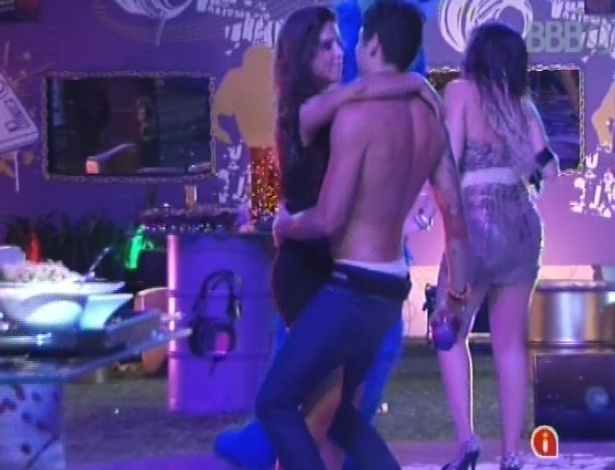 24.jan.2013 - Nasser e Andressa dançam juntinhos na festa Charm