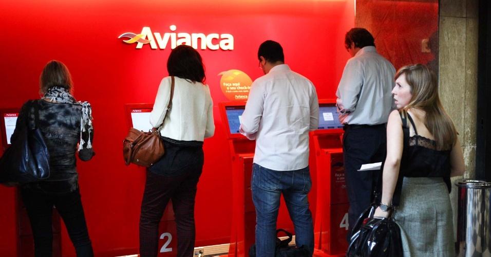 24.jan.2013 - Passageiros realizam check in antes de embarcar no aeroporto de Congonhas, zona sul de São Paulo (SP), na manhã desta quinta-feira (24), véspera de feriado do aniversário da cidade de São Paulo