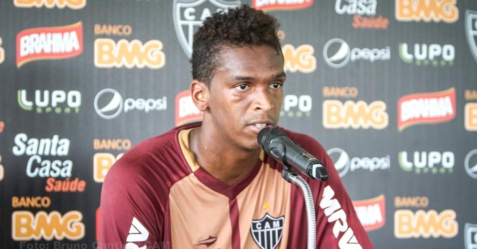 Atacante Jô, do Atlético-MG, concede entrevista na Cidade do Galo (23/1/2013)