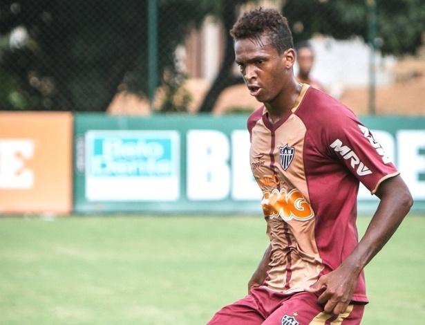 Atacante Jô participa de jogo-treino do Atlético-MG na Cidade do Galo (23/1/2013)