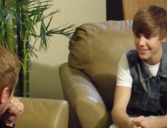 jan.2013 - Gugu Liberato divulga no foto dos bastidores de uma entrevista com Justin Bieber