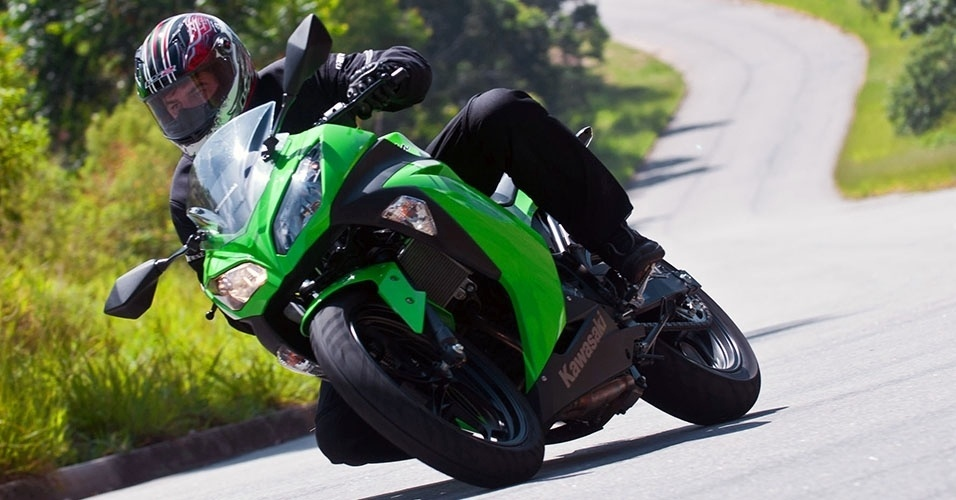 kawasaki-ninja-300-1359057977635_956x500.jpg