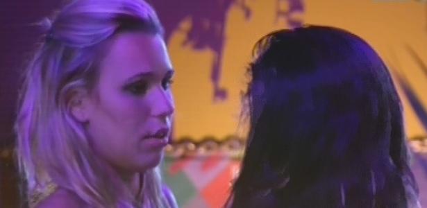 Marien diz para Anamara que está interessada em Eliéser