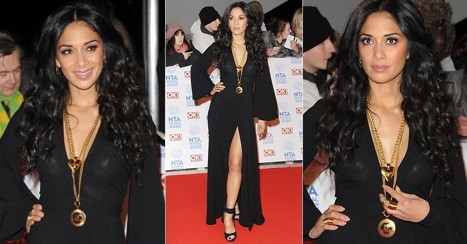 """Nicole Scherzinger apareceu no tapete vermelho da premiação National Television, em Londres, e virou um dos comentários da noite. Os seios da cantora e ex-jurada do """"Ex-Factor"""" podiam ser vistos através do vestido preto."""