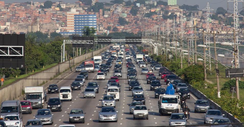 24.jan.2013 - Trânsito intenso na manhã desta quinta-feira, na Marginal Pinheiros, na altura da ponte Cidade Universitária, sentido interlargos, em São Paulo